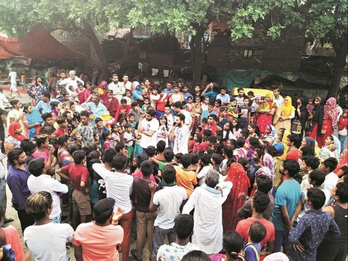 AAP stages new act, uses street theatre to woo voters in Delhi