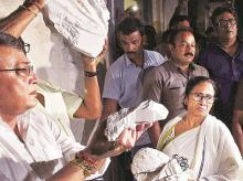 Bengal Chief Minister Mamata Banerjee shows the broken bust of Vidyasagar to mediapersons outside Vidyasagar College in Kolkata on Tuesday night    Photo: PTI