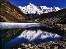 The peak of Cho Oyu, which dominates the Gokyo valley, reflected in the lake