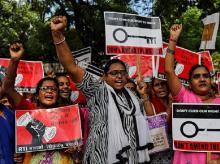 Activists shout slogans as they hold placards during a protest against an amendment to the Right to Information Act, in New Delhi, India, July 29, 2019. Photo: Reuters