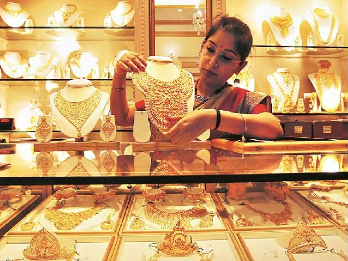 Indians sell record amount of old gold as prices hit 7-year-high | Business  Standard News