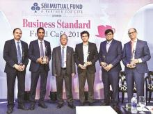 Former Sebi chairman and chief guest U K Sinha (third from left) with BS Fund Managers of the Year - (from left) HDFC MF's Prashant Jain (Large-cap Equity), Franklin Templeton's Anand Radhakrishnan (on behalf of Multi-cap Equity Winner Roshi Jain), A