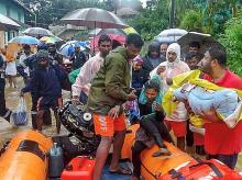 Kodagu: NDRF personnel conduct rescue operations at a flooded area following heavy rain, in Kodagu, Sunday, Aug 11, 2019. (Twitter/PTI Photo)
