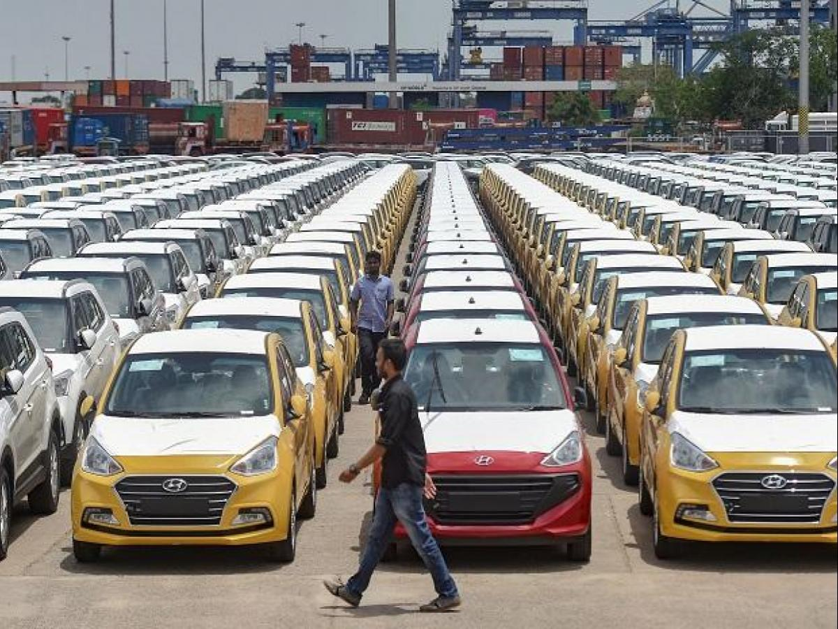 Ola, Uber not 'strong factor' in auto sector slowdown