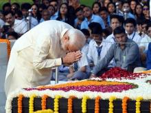 New Delhi: Prime Minister Narendra Modi  pays homage to Mahatma Gandhi on the occasion of his 150th birth anniversary at Rajghat in New Delhi, Wednesday, Oct 2, 2019. (PTI Photo/ Shahbaz Khan)