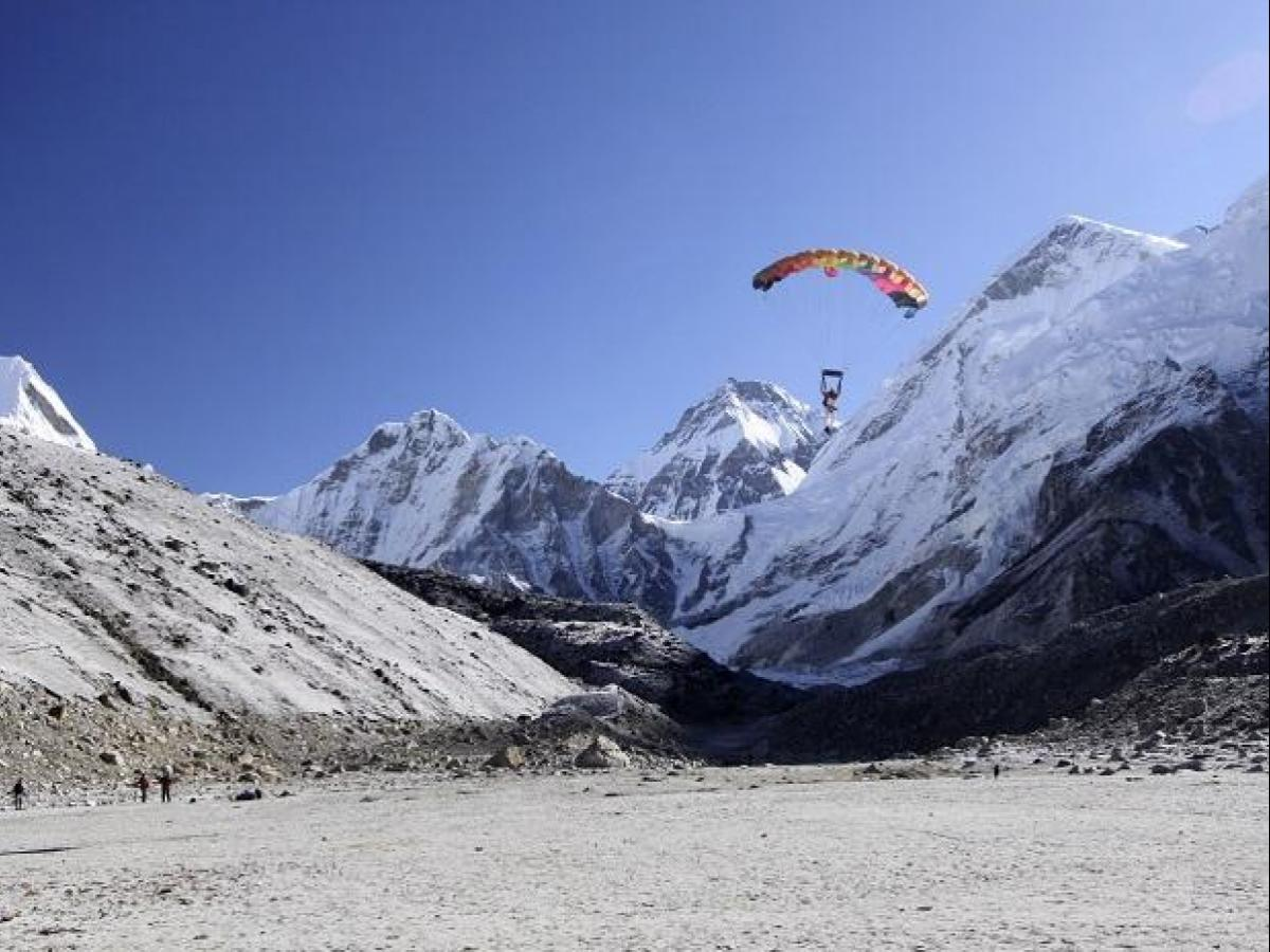 Skydiving in Mount Everest