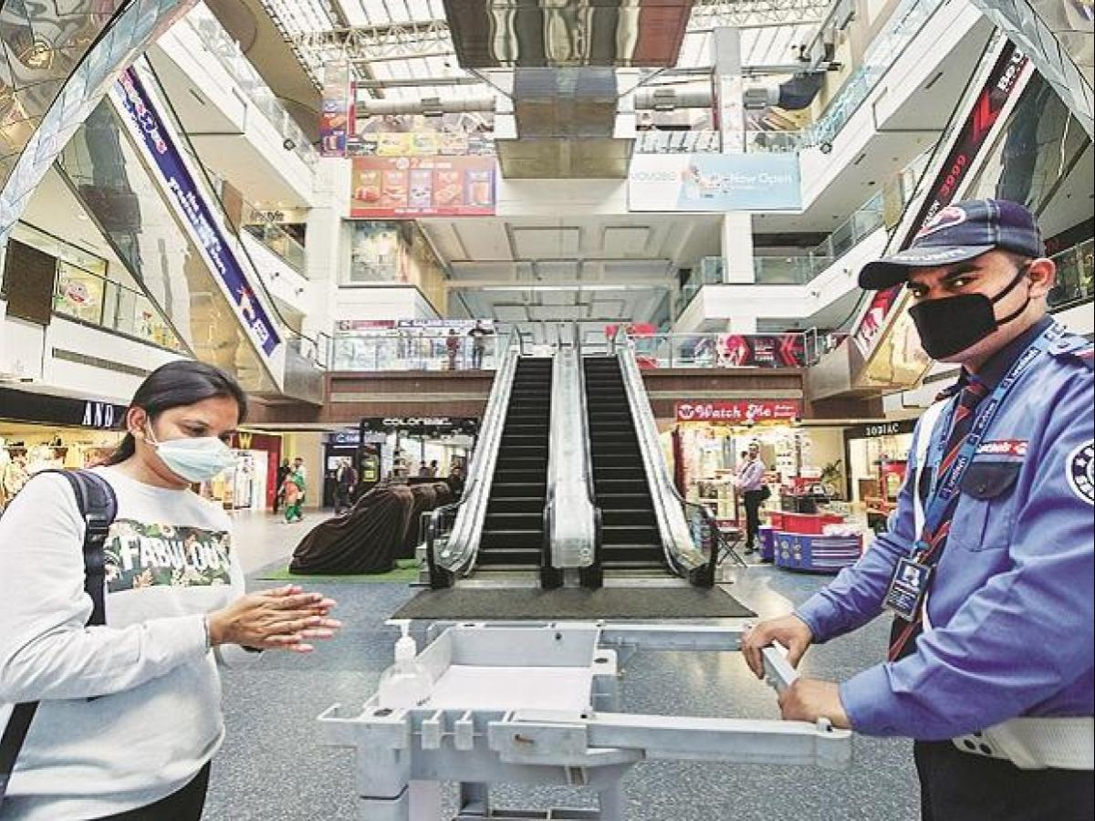 Maharashtra In Partial Lock Down Shops Offices In Mumbai Pune Shut Business Standard News