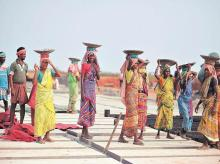 Mgnrega workers, migrant labourers