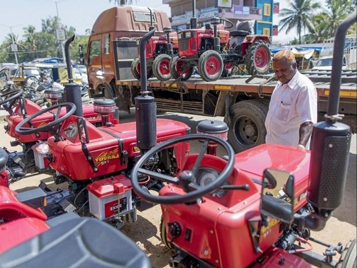 Mahindra & Mahindra rallies 10% in 2 days on healthy tractor sales in May |  Business Standard News