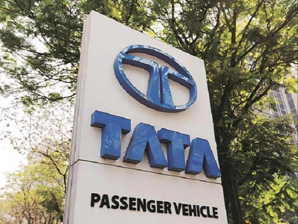 Tata Motors Hits Nine Month High Stock Advances 33 In One Month Business Standard News