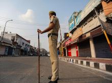 Cop issuing fines for not wearing masks fined as he himself was without one