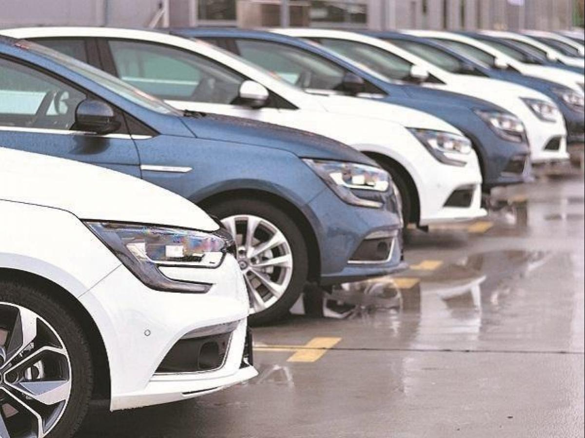 Covid 19 Impact Govt Looking At Gst Rate Cut For Automobile Sector Business Standard News