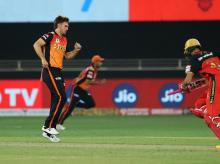 Mitchell Marsh of Sunrisers Hyderabad struggles with a sprained ankle during match 3 IPL between SRH vs RCB at the Dubai International Cricket Stadium, Dubai. Photo: Ron Gaunt / Sportzpics for BCCI