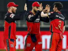 Aaron Finch, Virat Kohli and Yuzvendra Chahal celebrating during RCB vs SRH IPL 2020 match