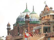 Sri Krishna Janamsthan, Mughal-era mosque in Mathura