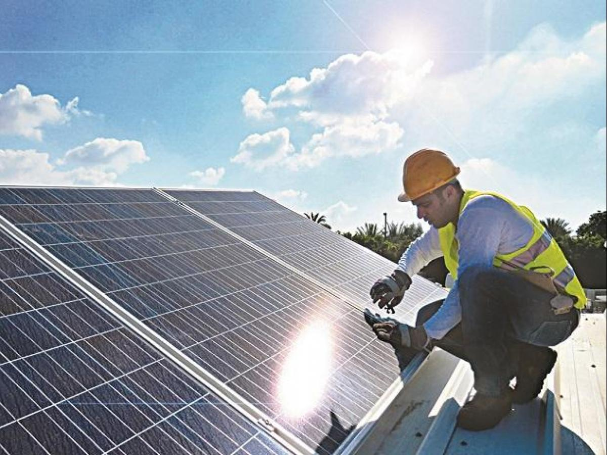 Expiry of safeguard duty: Boon for solar developers, bane for manufacturers  | Business Standard News