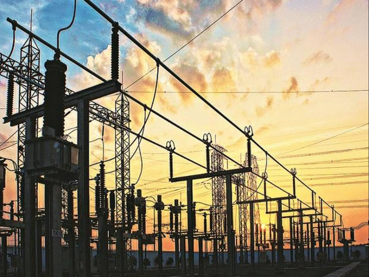Discoms' outstanding dues to gencos fall 15.25 pc to Rs 82,305 cr in May    Business Standard News