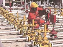 Indian refiners to buy one-third less oil from Saudi Arabia next month