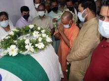 Uttar Pradesh Chief Minister Yogi Adityanath pays last respect to former Rajasthan Governor Kalyan Singh, on his demise, in Lucknow