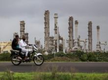 Reliance's refinery complex spans the horizon in Jamnagar: (Photo: Dhiraj Singh/Bloomberg)
