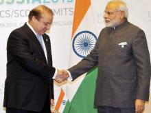 Pakistan Prime Minister, Nawaz Sharif (Left) and Indian Prime Minister, Narendra Modi